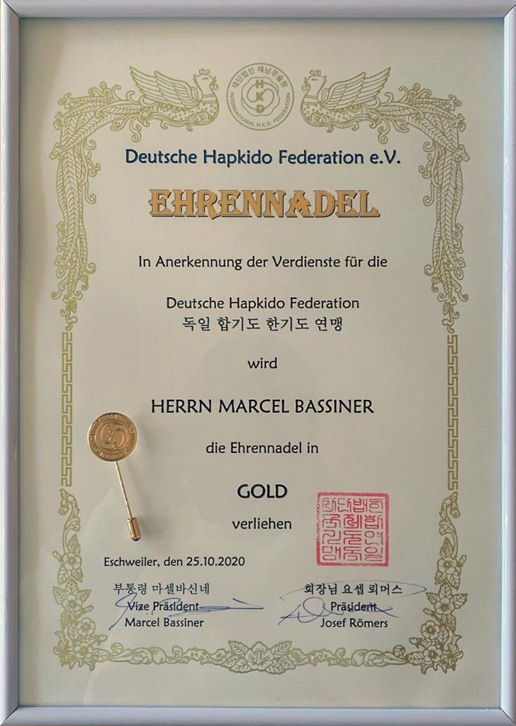 Ehrennadel in Gold Marcel Bassiner